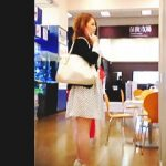 【盗撮動画】白黒ドット柄のスカートに白黒ゼブラ柄のパンティ合わせてるハーフ系女子♪