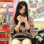 【盗撮動画】ゲーセンで▽ゾーンを開放してパンチラ見放題の撮り放題にしてるぼっちの女の子♪