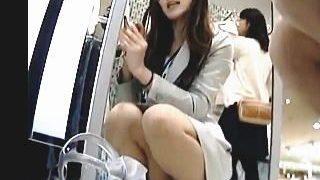 【盗撮動画】パンスト越しの麗しのパンチラを隠し撮りされた熱心に接客してくれる店員さん♪