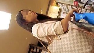 【盗撮動画】ムチムチの太ももだけでも抜けそうな女の子の破廉恥パンチラに心拍数激上げ♪