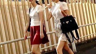 【盗撮動画】グルメフェスにやって来た小奇麗な美女二人組のパンチラがオレには最高のご馳走♪