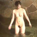 【盗撮動画】テーマパークのような広い露天風呂で妖艶な裸体を追跡撮りされた温泉女子たち♪