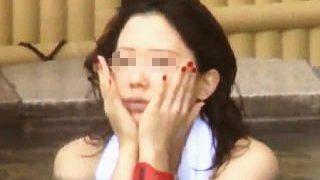 【盗撮動画】とにかくほっぺに手をやるあまり露天風呂慣れしてない女子大生風女子の妖艶全裸♪