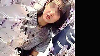 【盗撮動画】確かにこれは撮りたくなる!スベスベ美脚の可愛らしい私服JKの純白パンティ♪
