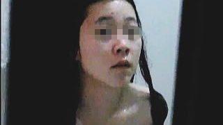 【盗撮動画】清楚なのに巨乳がギャップ萌えな黒髪女子のお風呂を覗いてたら最後にバレる失態♪