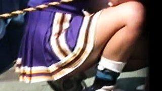【盗撮動画】視姦カメラの集中砲火を浴びながら懸命な応援で汗を流す女子大生チアリーダー♪