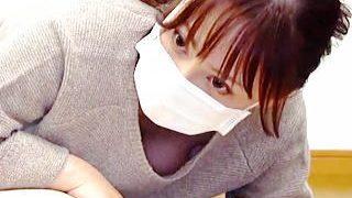 【盗撮動画】生々しい胸チラ!乳チラ!パンチラが咲き乱れる救命処置講習会に参加した女子たち♪