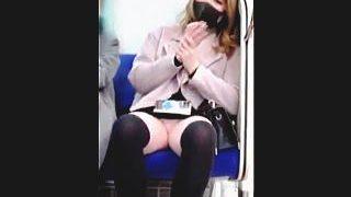 【盗撮動画】「アタシのパンチラ撮ってるワケ?」「この変態が!」衝撃のラストショットで昇天♪
