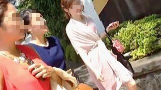 【盗撮動画】着飾って女子ランチ会に向かう綺麗なお姉さんのパンチラはボクらのメインディッシュ♪