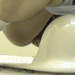 【無修正】文化祭開催中の女子トイレはJKたちの小便姿が撮り放題になっとった♪