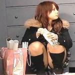【盗撮動画】パンチラ盗撮ってのは女の子のほうから仕掛けたヤツを撮るのが本筋と思われる件♪