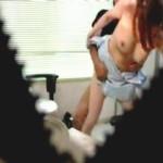 【盗撮】患者の押しに負けて診察室でなし崩し的にセックスしちゃう美乳女歯科医♪