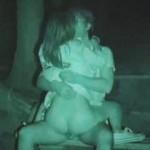 【盗撮】夜のキャンプ場で野外セックスに興じる不謹慎なヤングカッポー♪