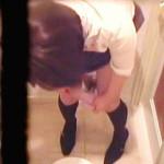 【閲覧注意】トイレに間に合わずウンコ漏らしちゃった女子たちの後始末風景を盗撮♪