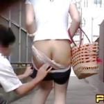 【盗撮動画】ドエロいホットパンツで徘徊するけしからん女子たちがスリ下げ制裁喰らっとった♪