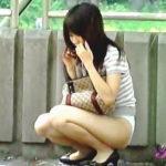 【盗撮】初夏の香り漂う公園で素人お姉さんがスカート剥ぎ取り被害に遭っておった♪