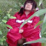 【盗撮】公園でストレッチしてた小動物のようなロリ系女の子が連続野ションしておった♪