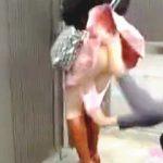 【盗撮動画】帰宅直前の自宅前でスカメクパンツ下げのイタズラ喰らったミニスカ女子♪
