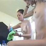 【盗撮】女風呂で堂々とカメラの位置を調整しながらシャンプー女子を撮影する女業師♪