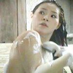 【盗撮動画】温泉露天風呂でシャンプー中にザーメンぶっ掛けられたムチムチお姉さん♪