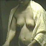 【閲覧注意】見るも見ないもアナタ次第?近所に住んでる超熟女の生々しい脱衣所風景♪