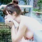 【盗撮】情緒溢れる温泉露天風呂でパイオツカイデーな艶っぽい淑女を狙い撮りしたった♪