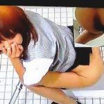 【盗撮】会社の女子トイレで爆音オナラを伴いながらオシッコしてる赤っ恥OLたち♪
