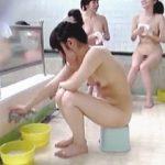 【盗撮】美少女たちが密かに通い詰める銭湯のオバちゃんを抱き込んで隠し撮りしたった♪