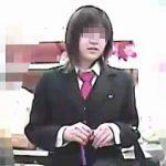 【盗撮動画】制服女子校生たちでごった返すショップではパンチラ狙いのゲッターも大忙し♪