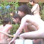 【盗撮】真昼間の露天風呂に一斉に入場して一斉に退場する全裸ギャル軍団の入浴模様♪