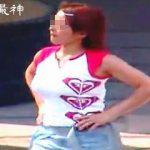 【盗撮動画】あえて巨乳が際立つシャツ着て街中を闊歩する真夏の見られたガールな爆乳女子たち♪