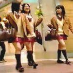 【盗撮】超有名な制服を身に纏った女子校生のパンチラは這ってでも撮れという格言があるらしい♪