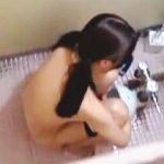 【盗撮】某県にある市民プールの女子トイレがロリ好きには堪らない聖地になっているらしい件♪