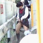 【盗撮】女子校生が急ぎ足で挙動が不審だったら野ション確定なので追跡したら立ちションだった件♪