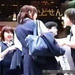 【盗撮】街中で見かけたドノーマルな女子校生たちのパンチラ逆さ撮りは堪らなくリアルな件♪