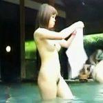 【盗撮】露天風呂でたまたま女撮り師と一緒に入浴しちゃって被写体にされた悲運の全裸女子たち♪
