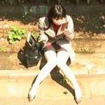 【盗撮動画】学生以上OL未満な女子が道端で風俗のバイトを探してると勝手に想像してニヤついた件♪