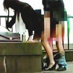【盗撮動画】スーツ姿の色っぽいお姉さんを追跡撮りしたらビルの屋上で濃厚な野外セックスしてますた♪