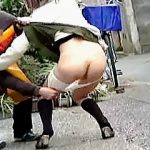 【盗撮動画】パンツが観たいというよりも女子たちの嫌がる仕草や悲鳴に悦びを覚えてるスカメク軍団♪