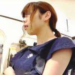 【盗撮動画】婦人服売り場で撮影用の洋服探してるフリして店員さんの股間を撮影してるただの迷惑客♪