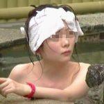 【盗撮】若干殺伐とした露天風呂で個性的なタオル使いで入浴してる独特な雰囲気を醸してる色白女子♪