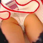 【盗撮】目立つミニスカ穿いたJCっぽい女の子に近づくのはスカウトマンじゃなく撮り師ですた♪