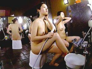 【盗撮】スーパー銭湯の洗い場でツヤツヤの美ボディを隠し撮りされてFHDで拝まれてる女子たち♪