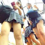 【盗撮】バス停で出くわした女子校生を追跡してムチムチな太ももとパンチラをしつこく狙いますた♪