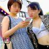 【盗撮】スカメクしやすいスカート穿いてる女子は自然の風で撮り師の手間を省いてくれてる件♪