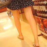 【盗撮】大型スーパーに行けば必ず遭遇する「逆さ撮りカモン!」と煽ってくるミニスカ美脚女子♪