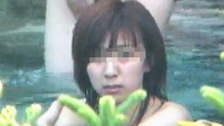 【盗撮動画】露天風呂に入浴してる女優レベル女子の裸が見たくて粘ったら想定外の爆乳で腰が抜けた件♪