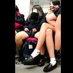【盗撮動画】電車内でオヤジたちの視線をかき集めるクソだらしない女子校生たちを観察した結果♪