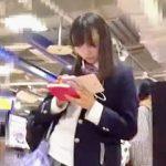 【盗撮】書店から電車内までそこにJKがいる限り逆さ撮りしないと気が済まない末期の撮り師♪