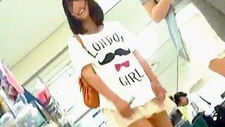 【盗撮】ミニスカ履いたギャル→パンチラ観られたガール→ドスケベ女子。という認識の撮り師♪